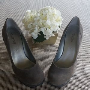 Guess Suede Round Toe Pump